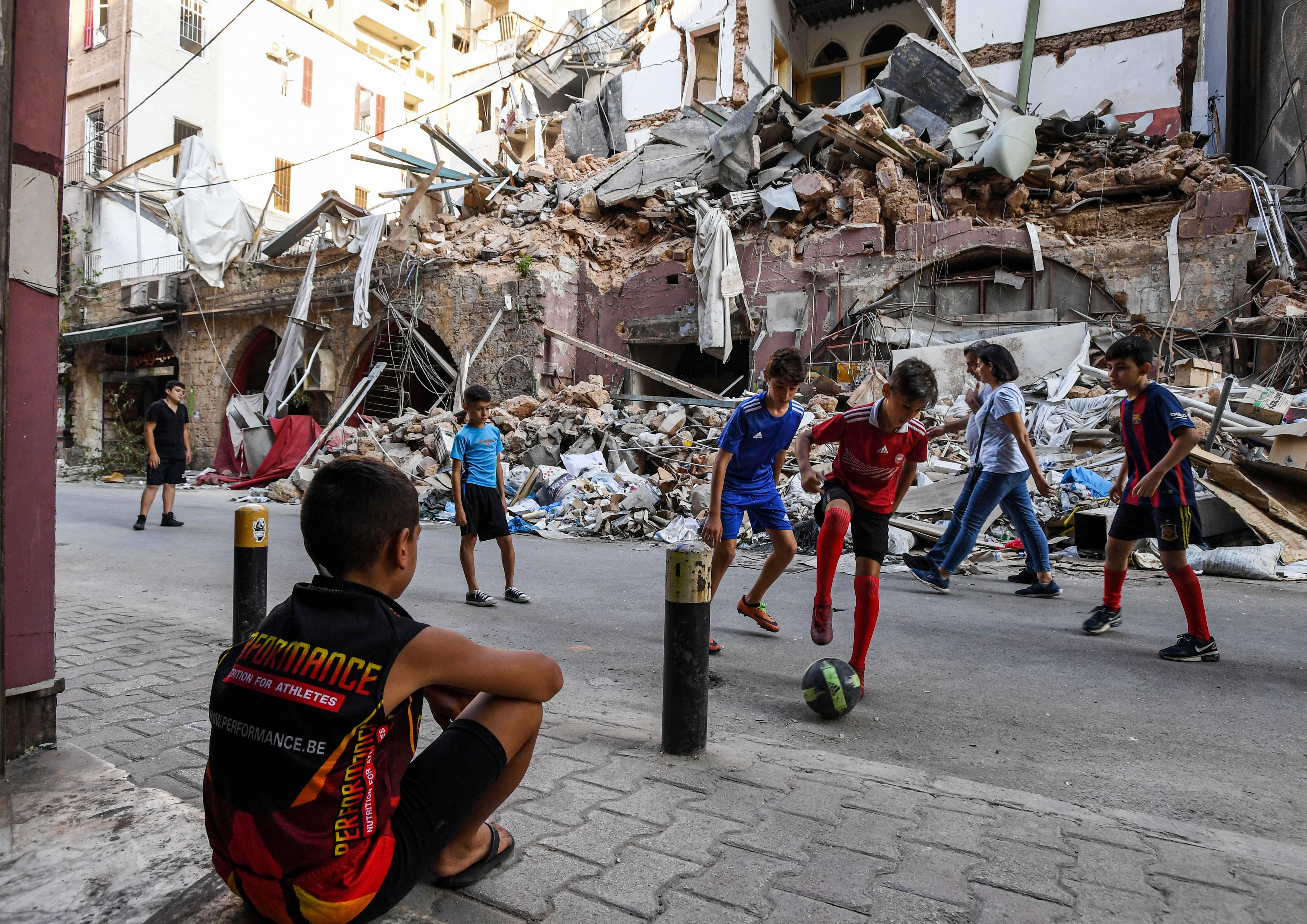 أطفال لبنان يبحثون عن السعادة وسط الدمار. أرشيفية