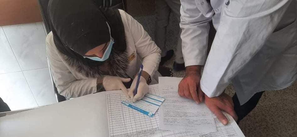 يمنح متلقو اللقاح بطاقة شهادة من وزارة الصحة العراقية تفيد بتلقيهم للجرع المحددة