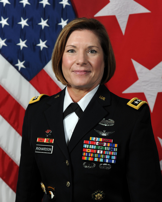 الفريق في الجيش الأميركي لورا ريتشاردسون