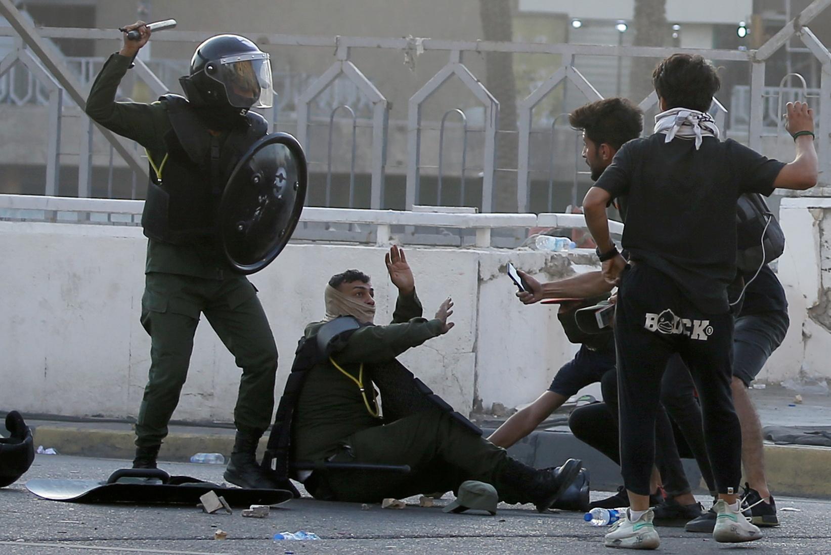 تظاهرة الثلاثاء بدأت بشكل سلمي قبل أن تتحول صدامات بين قوات مكافحة الشغب والمتظاهرين