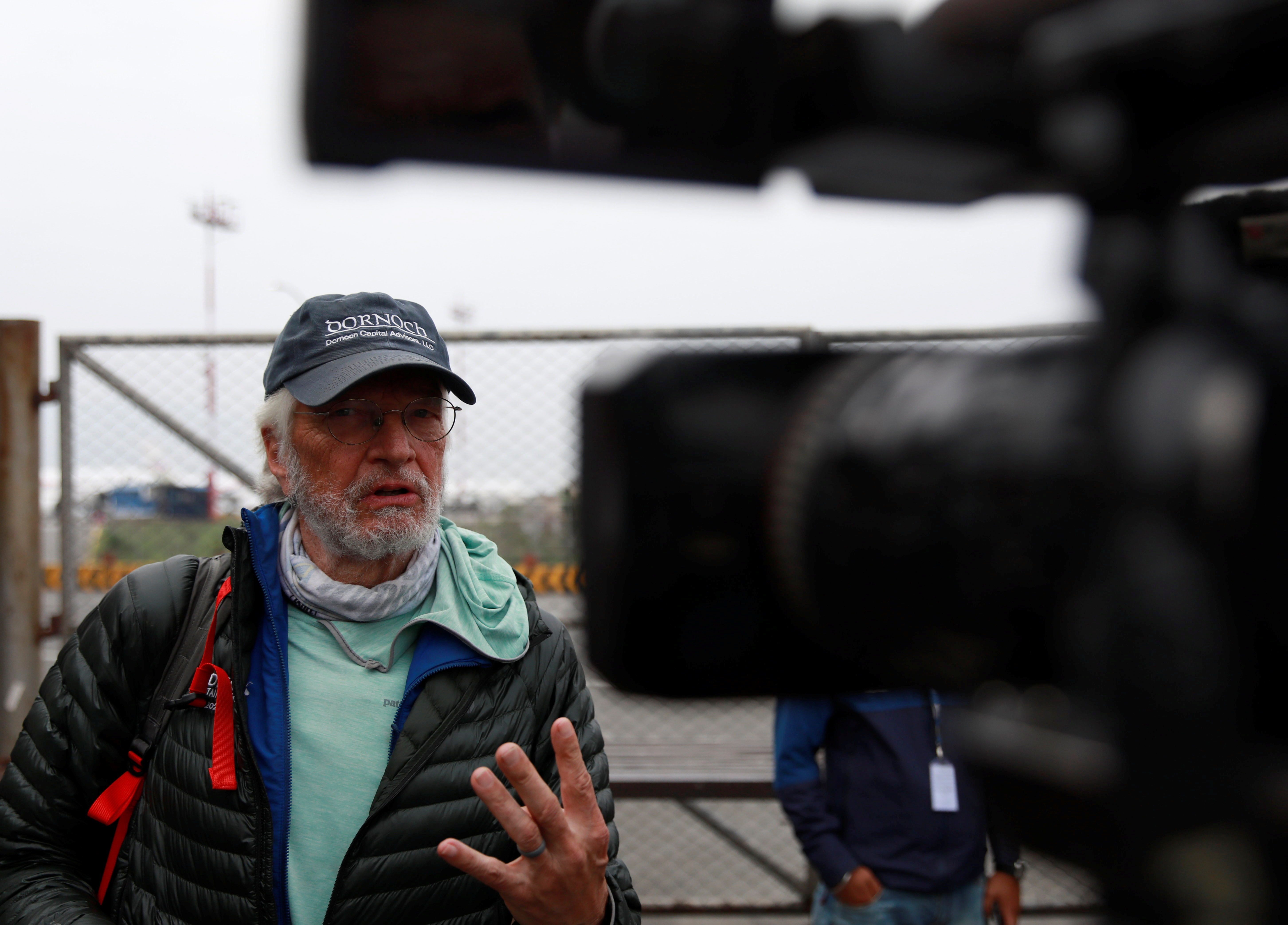 المحامي المتقاعد آرثر موير (75 عاما) من شيكاغو أصبح أكبر أميركي يتسلق جبل إيفرست