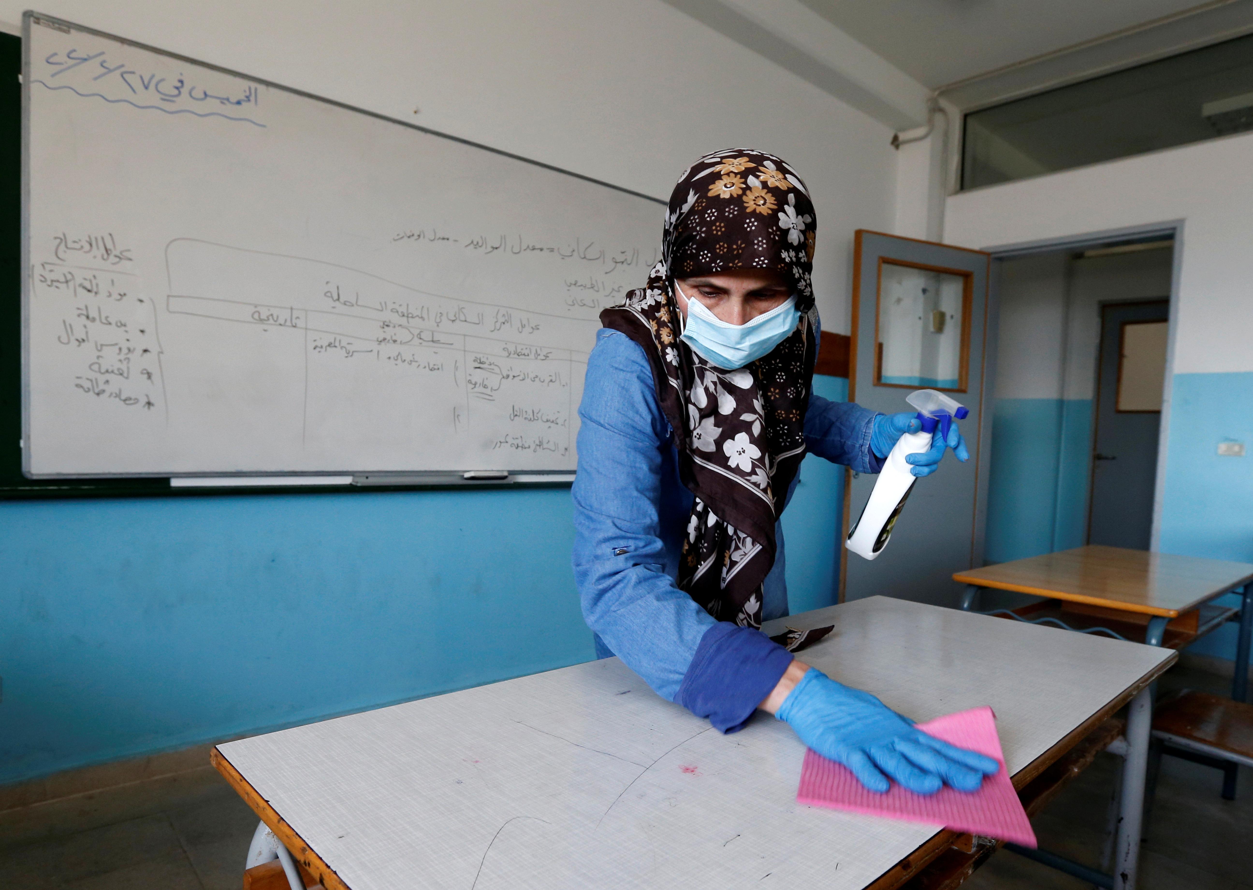 تسبب فيروس كورونا بإجبار المعلمين والمدرسين على التدريس عن بعد