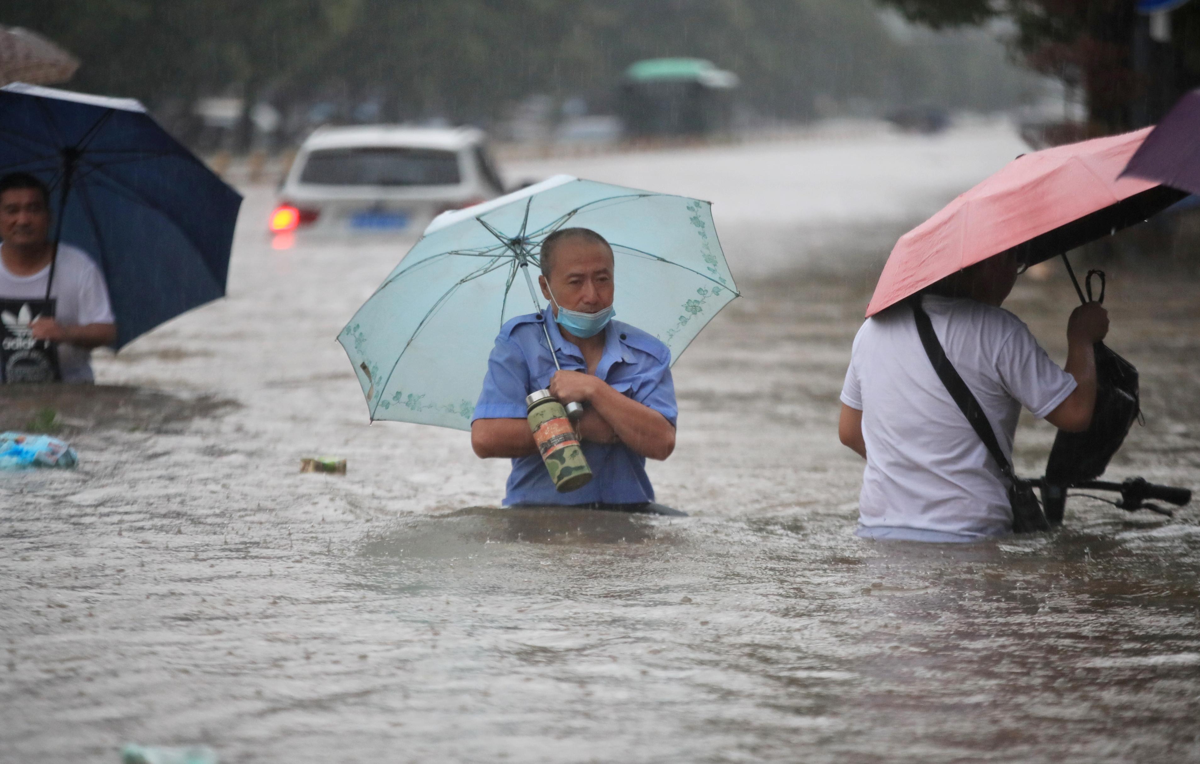 عشرات القتلى بسبب الفيضانات والحصيلة مرشحة للارتفاع