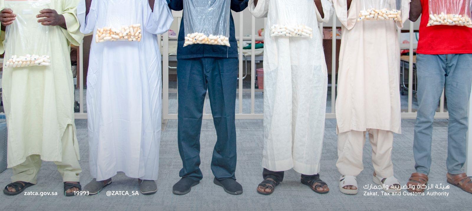 المتهمون بتهريب مخدرات - الصورة من موقع هيئة الجمارك السعودية