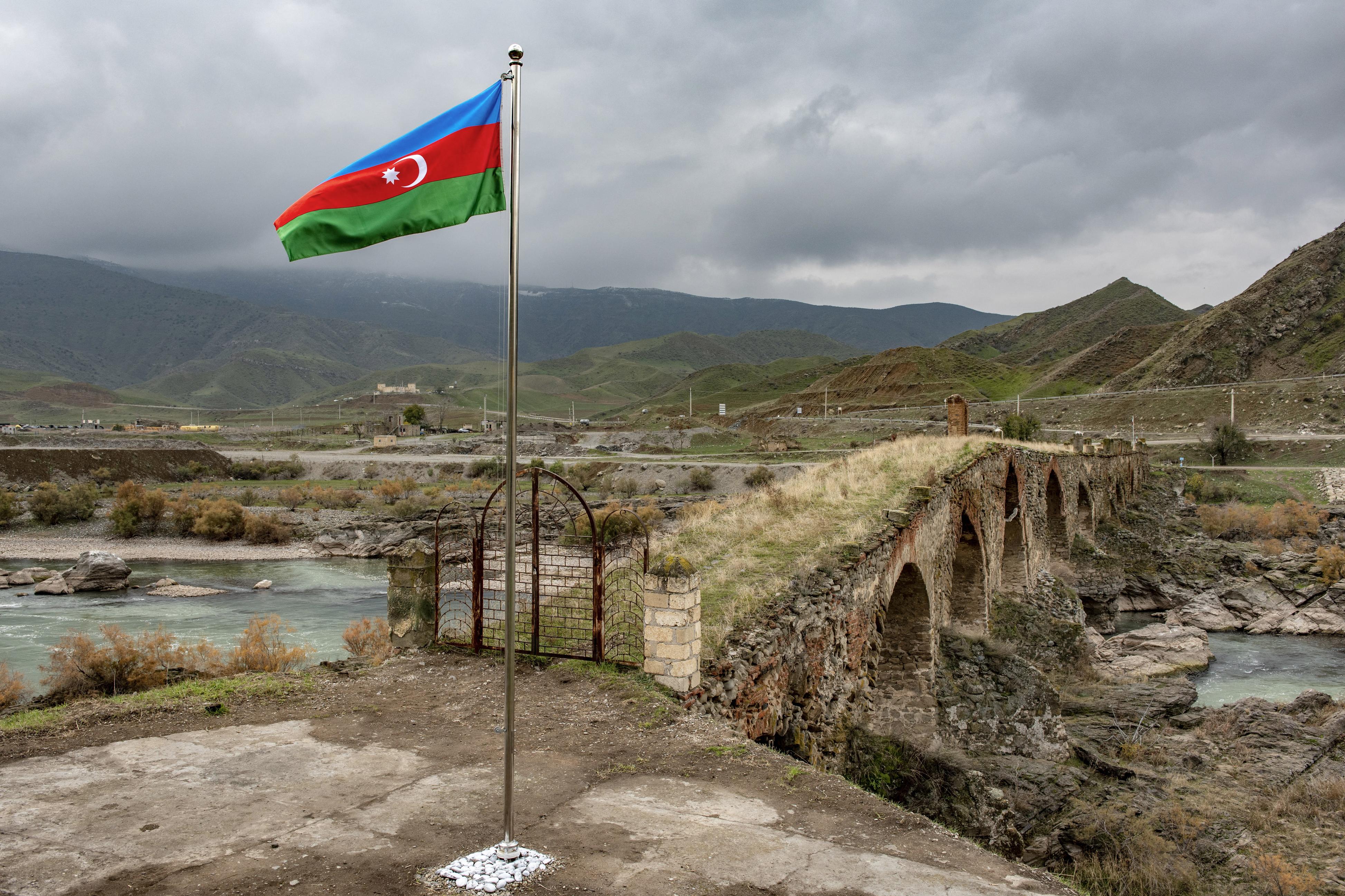 إيران وجارتها الشمالية الغربية أذربيجان تتشارك حدودا تمتد على مسافة 700 كيلومتر تقريبا