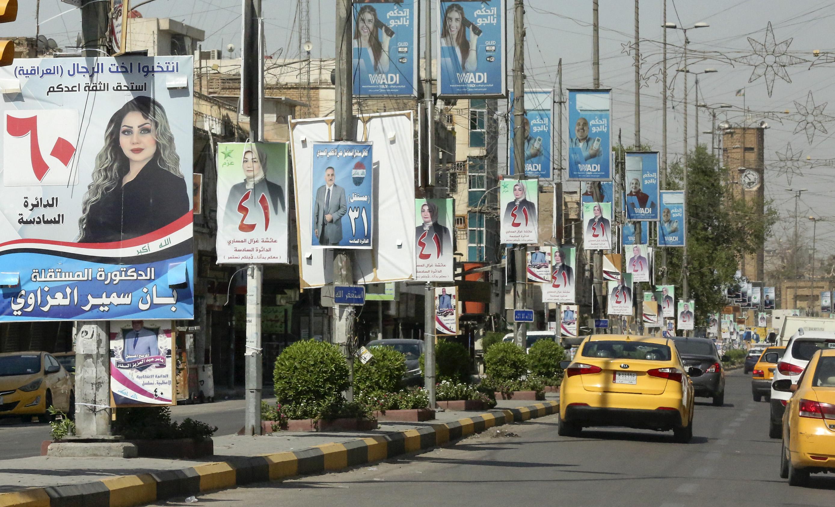 يافطات إعلانية في شوارع العراق حيث ستجري انتخابات برلمانية قريبا