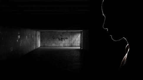 العزلة تشكل خطرا على صحة الإنسان.