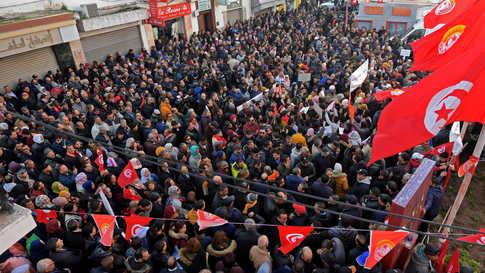تمثل الإحتجاجات الجديدة اختبارا حقيقيا لرئيس الوزراء إلياس الفخفاخ