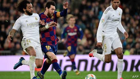 تتبقى 11 مرحلة من الموسم الحالي الذي يتصدره برشلونة بفارق نقطتين عن ريال مدريد