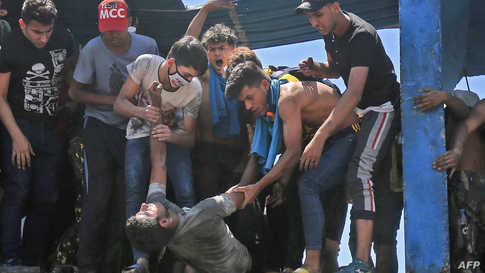 في العراق، قتل أكثر من 500 شخصا وأصيب نحو 20 ألفا آخرين في الاحتجاجات المناهضة للفساد والنفوذ الإيراني