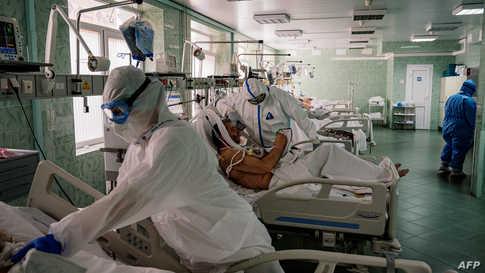 يقول خبراء إن السلطات في موسكو وغيرها من المناطق الروسية ربما تكون قد قللت في الإبلاغ عن حالات وفاة بسبب فيروسات كورونا لأسباب سياسية