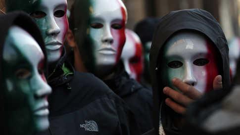 أعضاء من حركة كاسا باوند الفاشية الإيطالية،