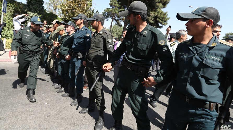 عناصر من الشرطة الإيرانية -أرشيف