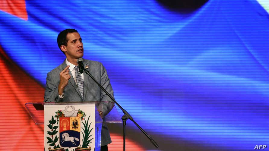 خوان غوايدو يلقي خطابا الجمعة في جامعة فنزويلا المركزية في العاصمة كراكاس