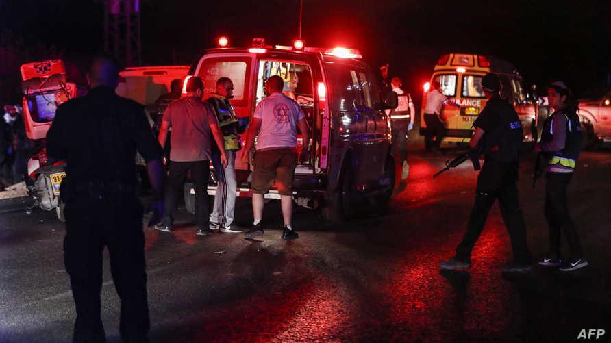 إجلاء المصابين في عملية الدهس بالضفة الغربية