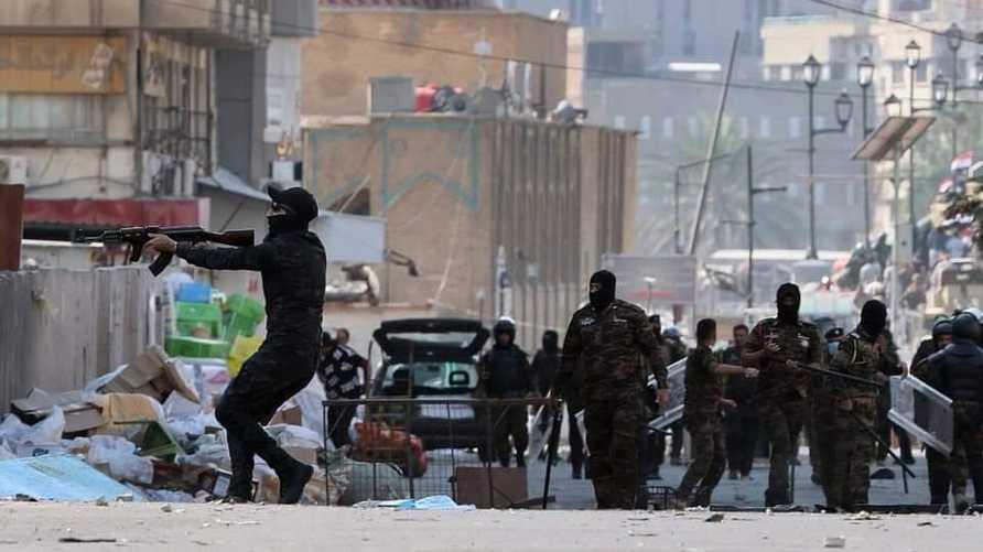 ملثمون بساحة الخلاني في بغداد - صورة أرشيفية