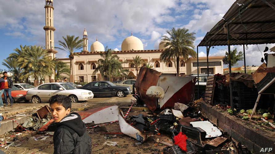 آثار الهجوم الذي استهدف مسجدا في بنغازي