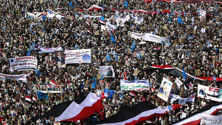اليمنيون يحتشدون في ميدان السبعين بصنعاء