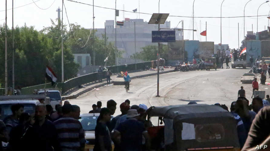 متظاهرون يواجهون القوى الأمنية في العاصمة العراقية بغداد