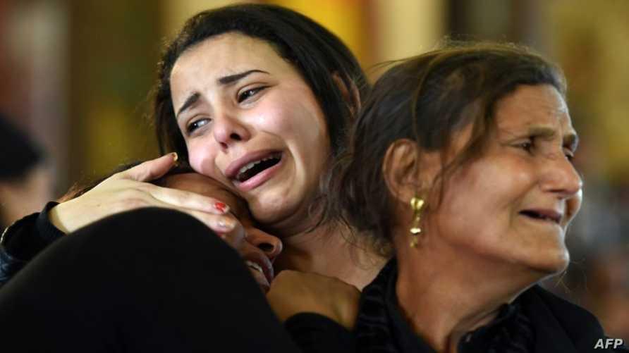 نساء يندبن ضحايا تفجير الكنيسة في الإسكندرية/وكالة الصحافة الفرنسية