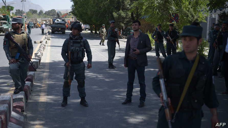 الشرطة الأفغانية قرب موقع الانفجار
