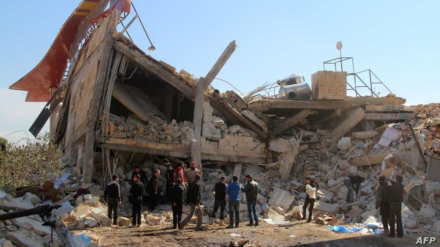بقايا مستشفى في إدلب تعرض لغارة جوية