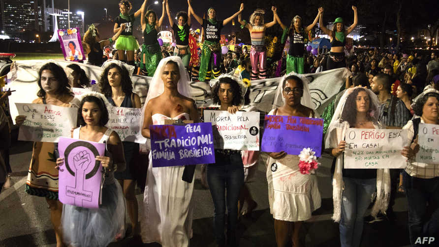 نساء في البرازيل يتظاهرن بمناسبة يوم المرأة العالمي
