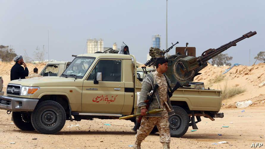 عناصر من ميليشيا فجر ليبيا خلال معارك مع داعش في سرت-أرشيف