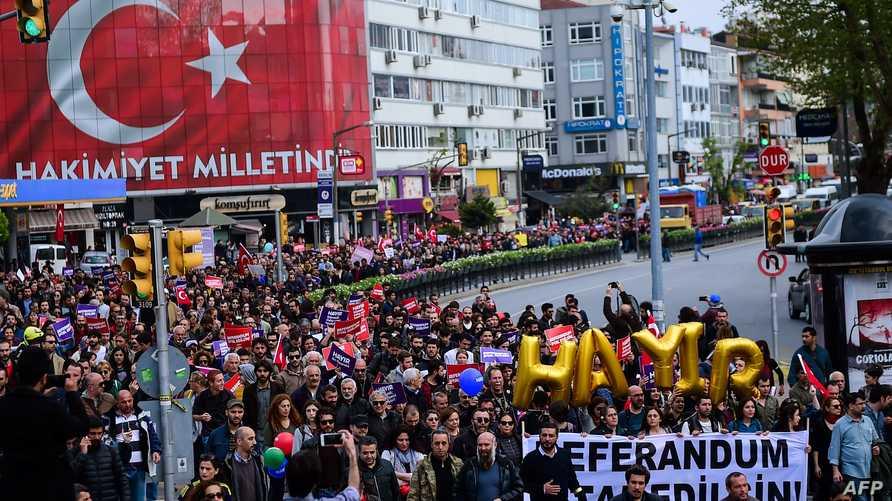 مظاهرة مناوئة لنتائج الاستفتاء في اسطنبول