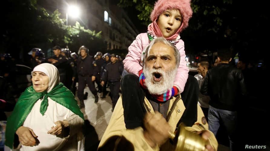 تستمر التظاهرات في الجزائر