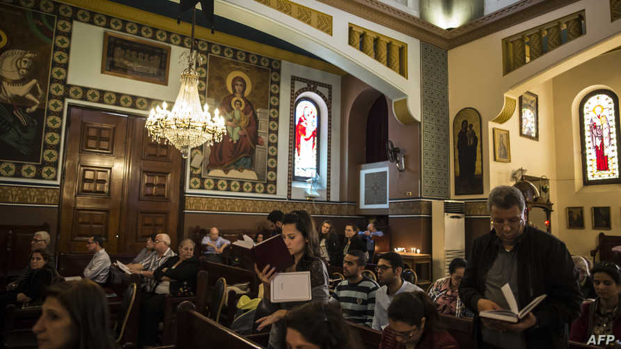 أقباط داخل كنيسة في مصر، أرشيف