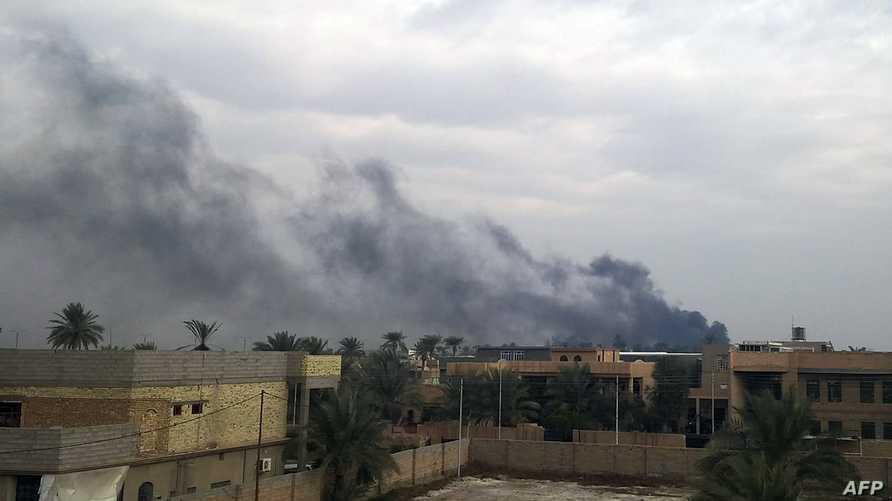الدخان يتصاعد من موقع اشتباكات الرمادي