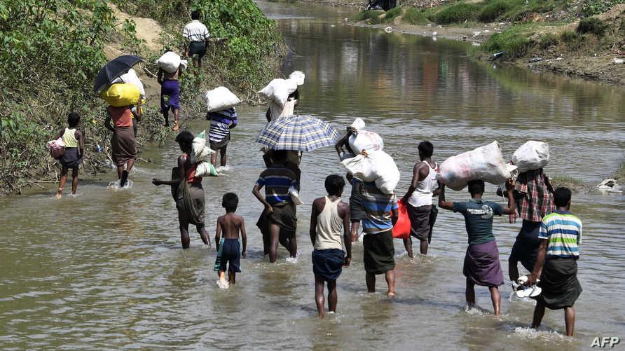 لاجئون من الروهينغا في منطقة بين بورما وبنغلادش