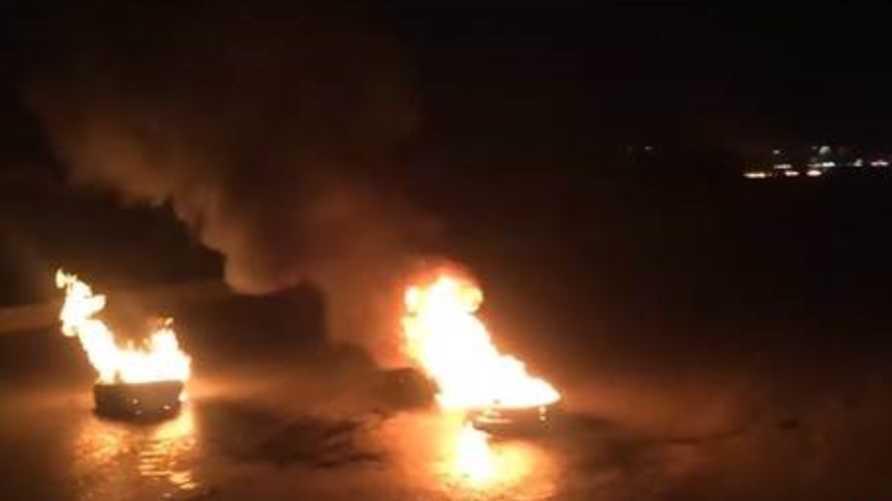 احراق إطارات خلال مظاهرة في النجف-الصورة من فيديو على يوتيوب