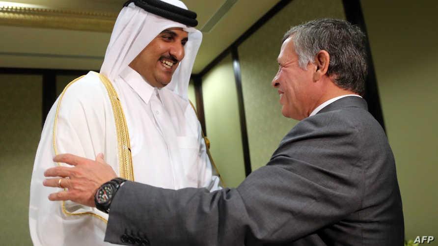 الملك عبد الله الثاني مع أمير قطر الشيخ تميم بن حمد (أرشيفية)