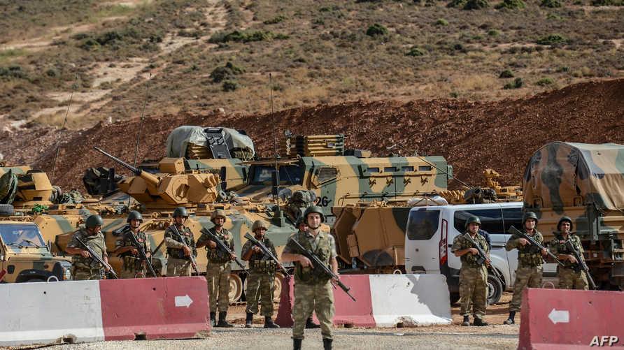 قوات تركية على الحدود السورية