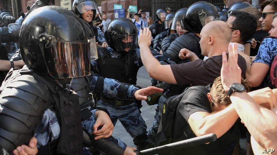 الشرطة الروسية تشتبك مع متظاهرين في موسكو، أرشيف