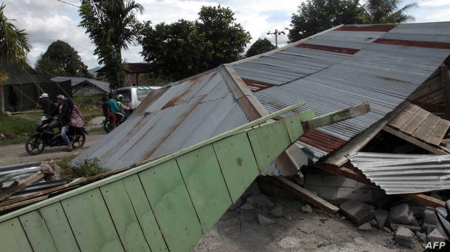آثار زلزال عنيف ضرب إندونيسيا في 2013