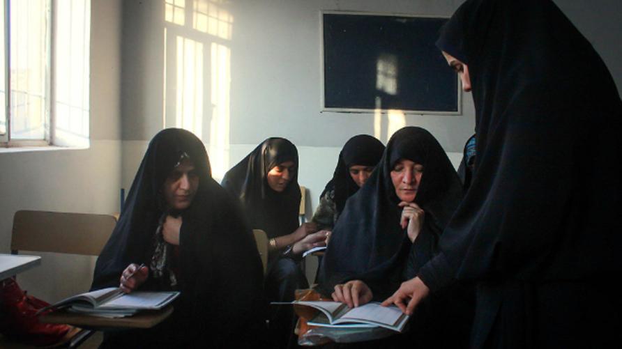 فصل لمحو الأمية في إيران - صورة أرشيفية