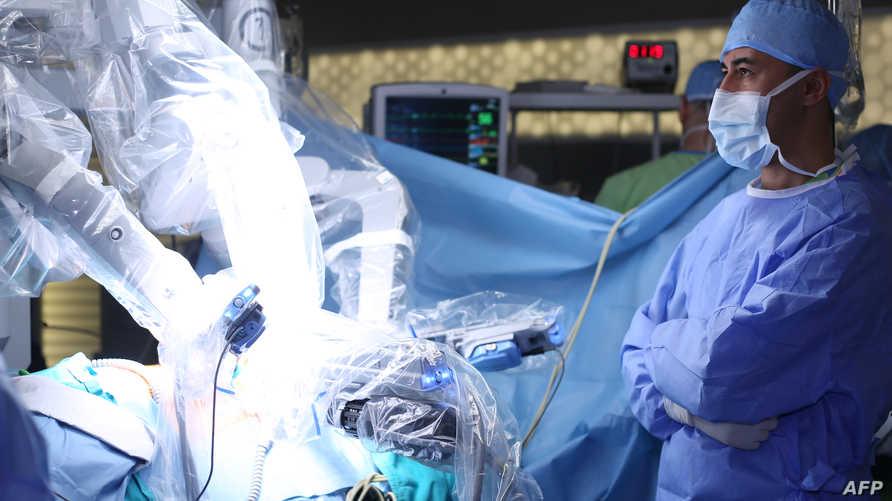الروبوتات يستعان بها جزئيا لإجراء عمليات جراحية
