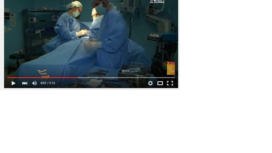 الجراحة سبيتي وطاقمها خلال إجراء إحدى العمليات الجراجية