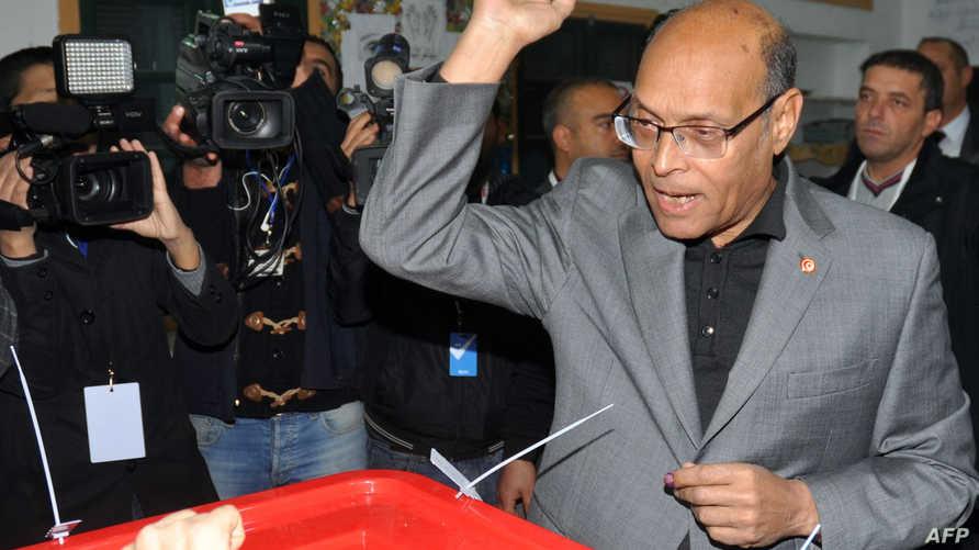 المنصف المرزوقي يدلي بصوته في الانتخابات