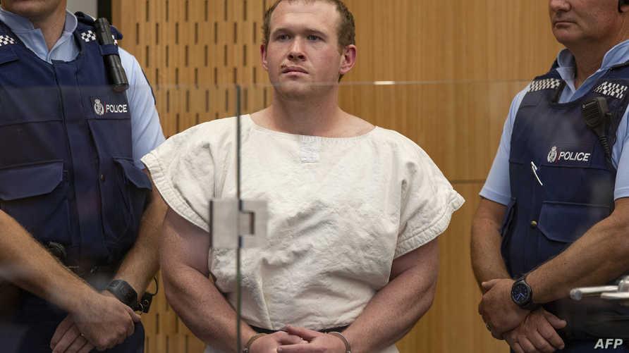برينتون تارانت المتهم بقتل 51 شخصا في مسجدين بمدينة كرايستشيرش في نيوزلندا يقف في المحكمة