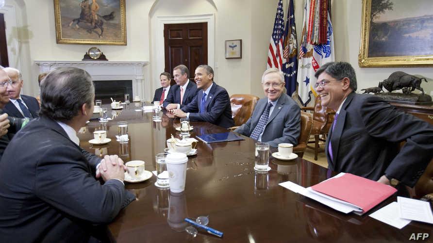 الرئيس أوباما خلال لقائه بقادة مجلسي الشيوخ والنواب بحضور كبار مساعديه.