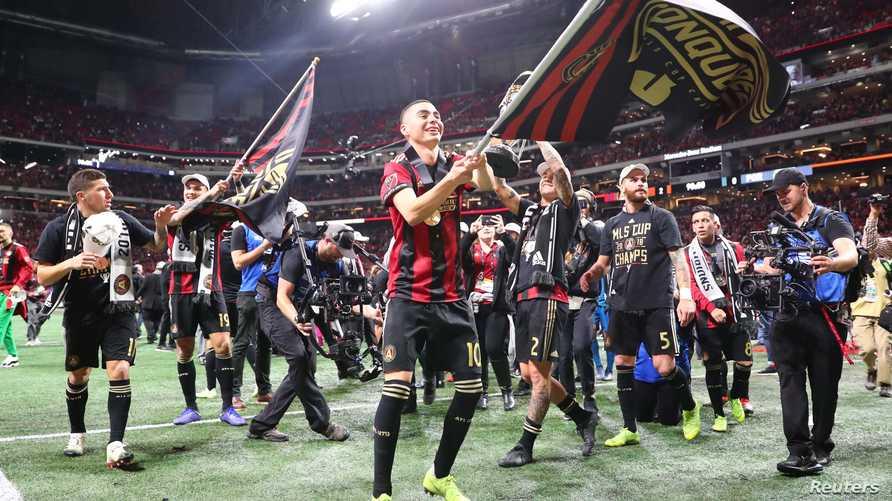 لاعبو أتلانتا يحتفلون بالفوز في نهائي الدوري الأميركي لكرة القدم