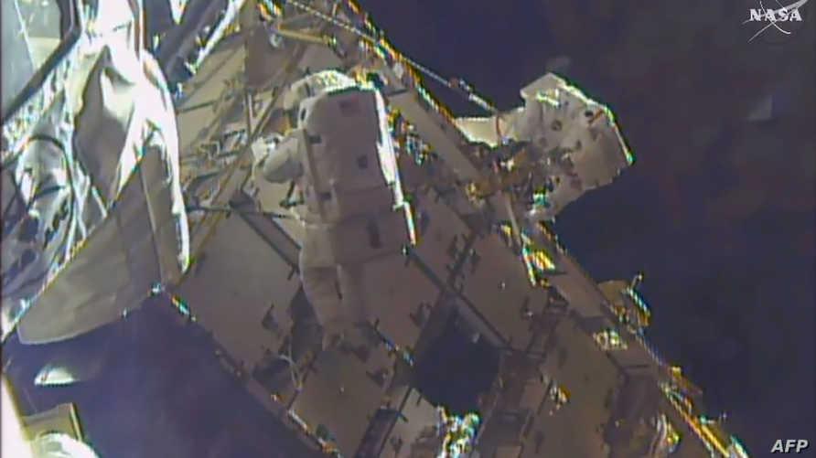 الرائدان الأميركيان شاين كيمبروغ وبيغي ويستون في مهمة على محطة الفضاء الدولية