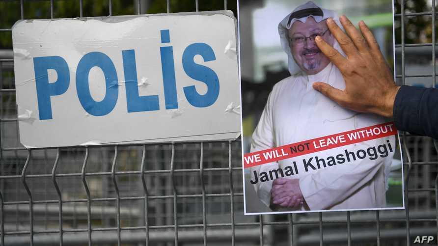 صورة خاشقجي أمام القنصلية السعودية في اسطنبول