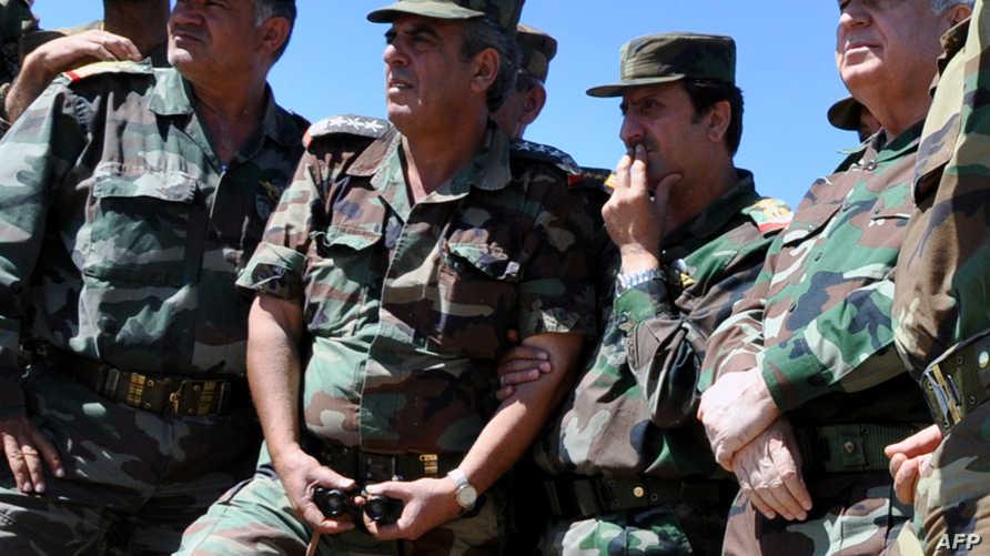 رئيس أركان الجيش السوري العماد علي عبد الله أيوب رفقة بعض الجنود في الزبداني - أرشيف