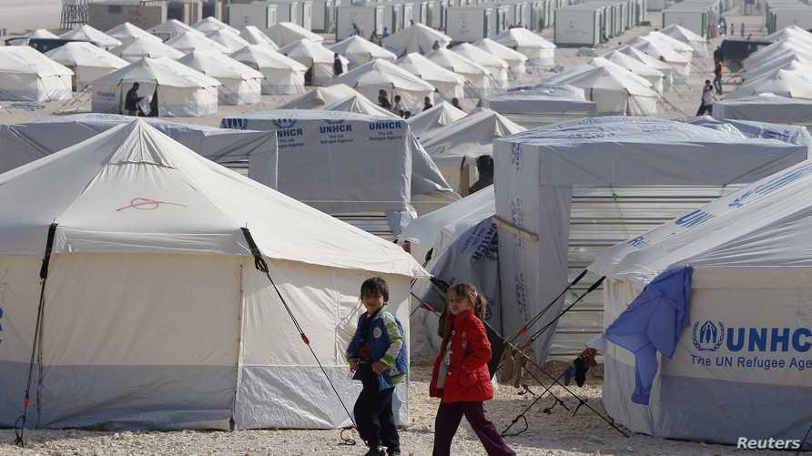 لاجئون سوريون في مخيم الزعتري بالأردن