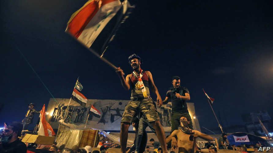 عراقيون يتظاهرون في ساحة التحرير في بغداد